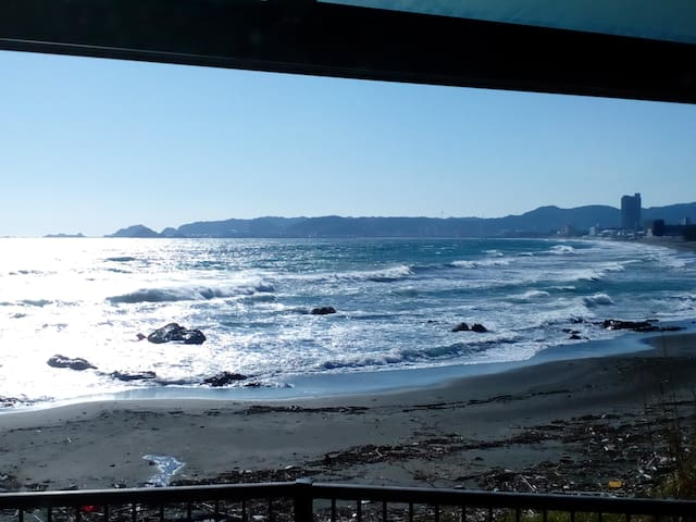 浜辺の別荘丸々貸切り。マルキポイントすぐ近く!!サーファーにおススメ♪マリンレジャーの拠点にどうぞ!