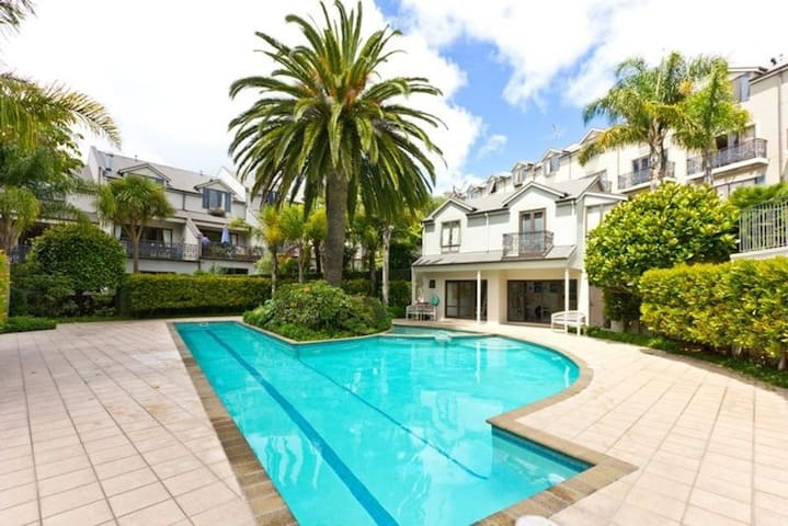 Sunny studio with use of pool in trendy Grey Lynn! - Auckland - Leilighet