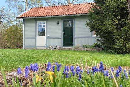 LIten stuga på Skarpö, mitt i Skärgården