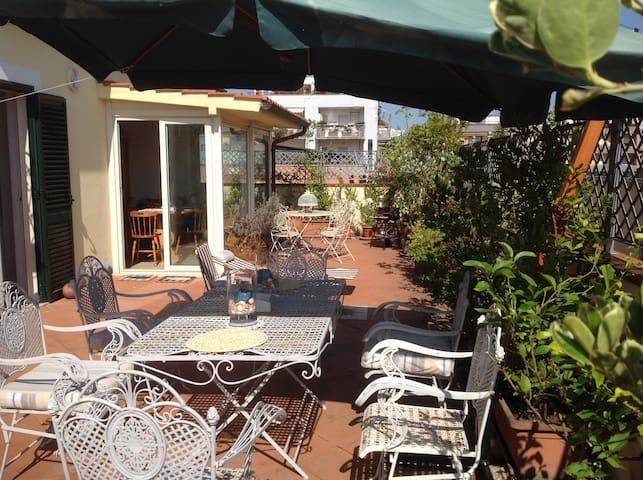 Penthouse with solarium Sabaudia - Sabaudia - Apartment