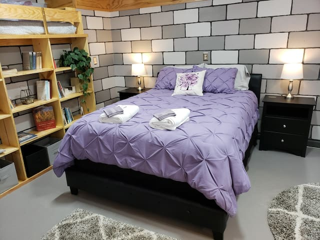 Queen bed with lamps and nightstands on either side.