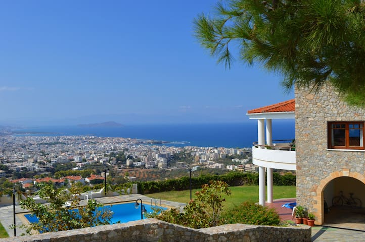 Villa Maremonte, amazing view and shared pool - Chania - Rumah