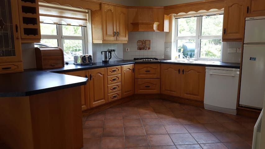 Spacious home on Wild Atlantic Way - Galway - Huis