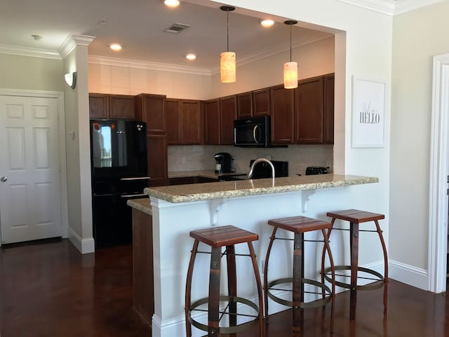 Aggie Condo Close to Kyle Field - College Station - Condominium
