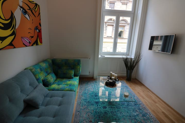 Trendy private room in Kiraly utca (district 6.) - Budapeşte - Daire