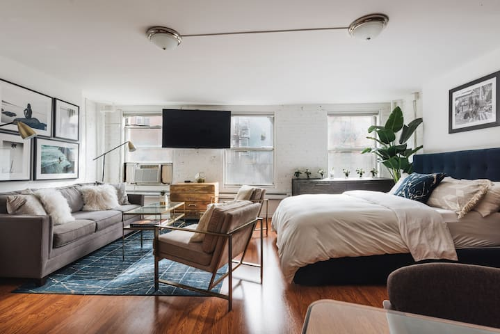 Charming & Sunny Studio in the Heart of NYC
