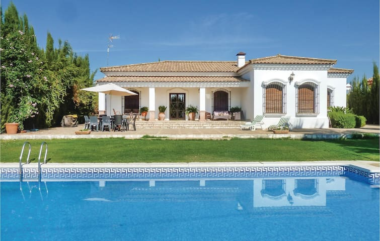 Holiday cottage with 4 bedrooms on 137 m² in Palma del Río