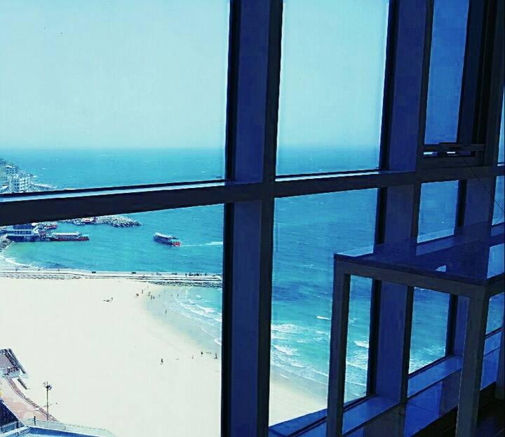 해운대 바닷가 바로 앞 넓은 집