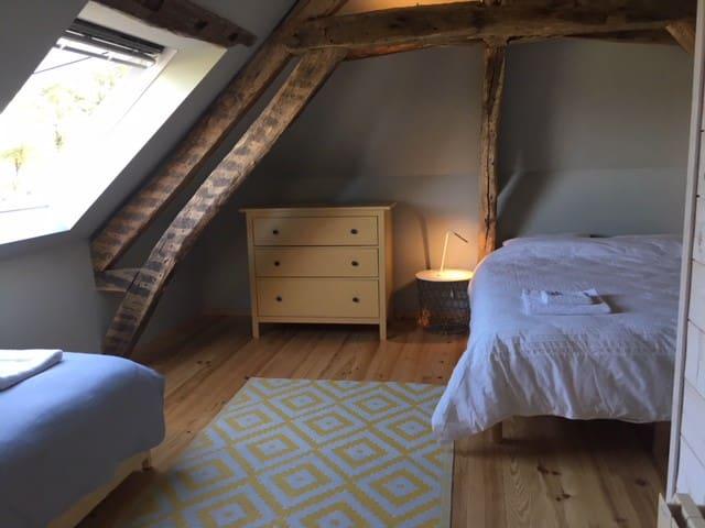 Bedroom 1 - family en suite