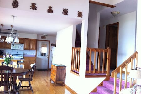 Expansive 3 BR 2 Bath Lakefront Home-Dog Friendly - North Hero