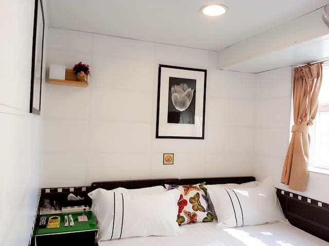 Double Room with Private Bathroom 二 ( 雙人房連浴室 )
