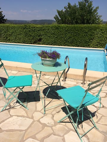 Joli studio rez de jardin dans village de Flayosc