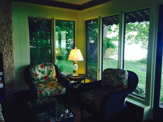 The Playhouse on the Lake - Cuba - Bed & Breakfast
