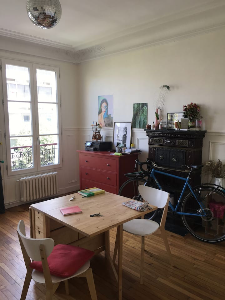Chambre cosy dans appartement haussmannien