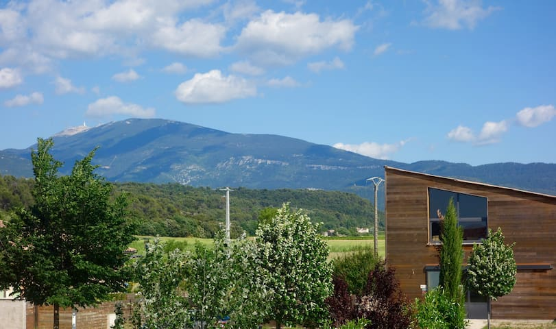 Paisible location au pied du Mt Ventoux - Entrechaux - House