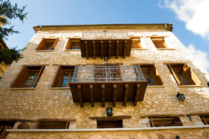 Townhouse in Arachova near Delphi - Arachova - Rekkehus