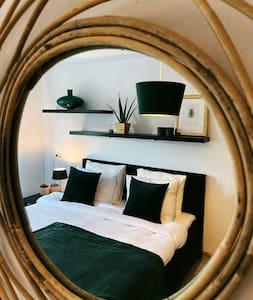 Brand new designed room 7 min walk to Utrecht C.S.
