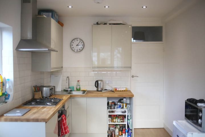 Nice Double room 25 mins from the centre of London