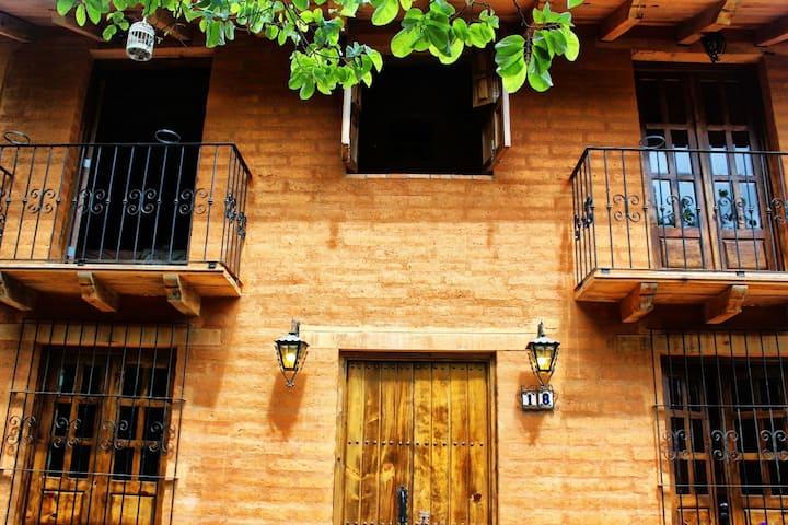 La cabaña del Lobo Feroz.  San Sebastián del Oeste