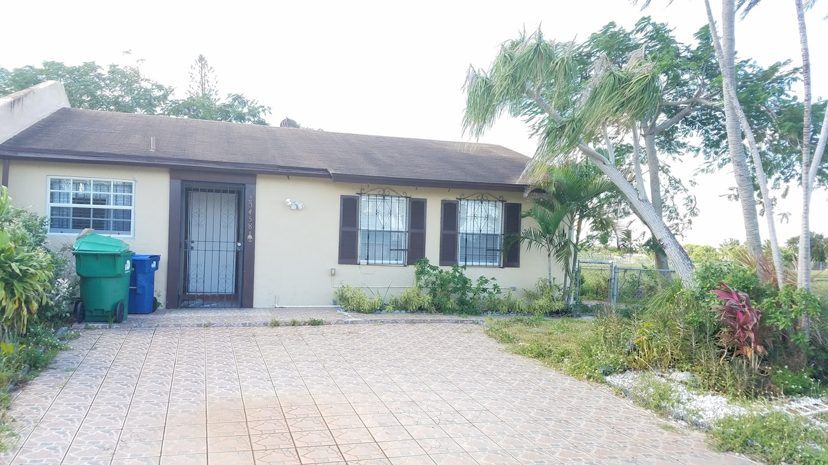 Cozy Rock ( 5 Minutes From Hard Rock Stadium)   Houses For Rent In Miami  Gardens, Florida, United States