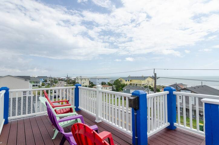 The Better Life-Amazing ocean views from this duplex with sun bathing rooftop deck