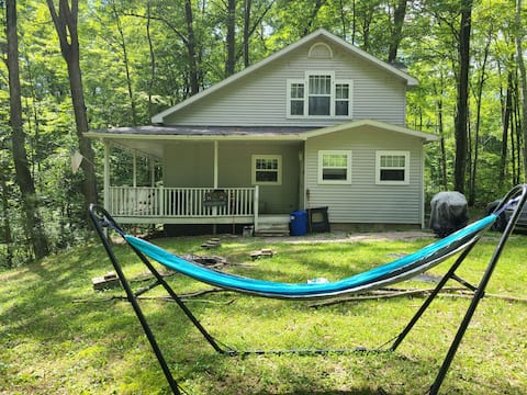Cheerful 3-bedroom, 2 full-bath cottage with DNR launch lake access on Chippewa Lake.