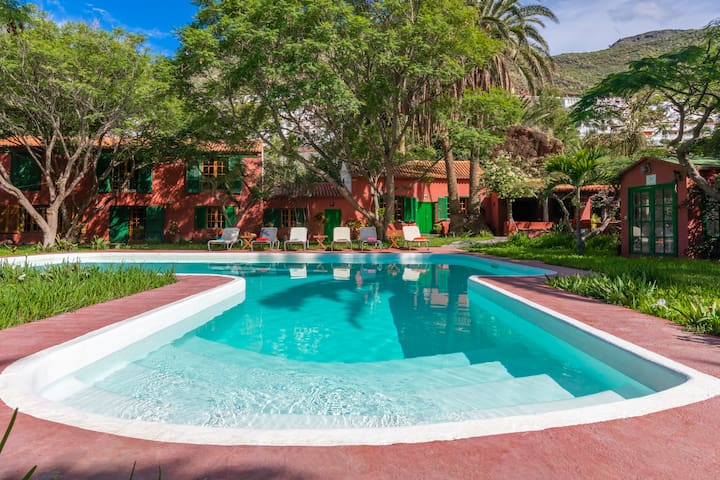 Large house with private pool GC360