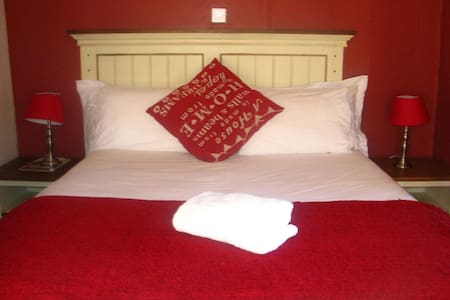 Double room at Twin Rose Garden B&B - Room 1 - Gaborone
