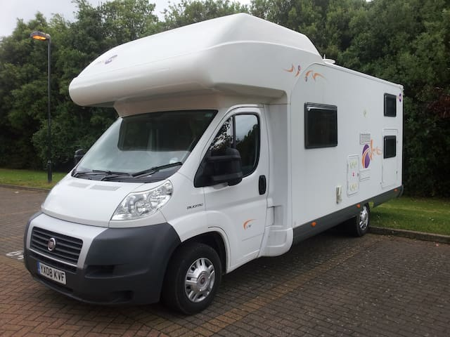 Camper/RV, Motorhome, (6 Adults 1 Child) - Harpenden