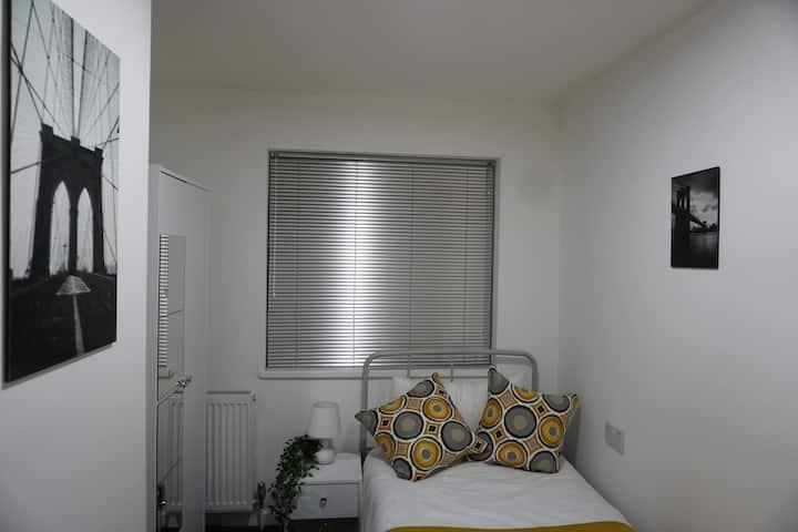 Cosy Single Bedroom Birmingham