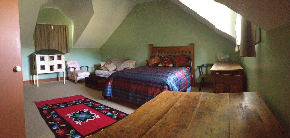 Large Loft room, quiet and peaceful - Mudgee - Maison