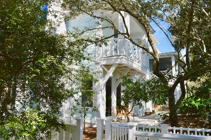 3 houses to Beach in Seaside, Oversized Guest Cottage, New Construction