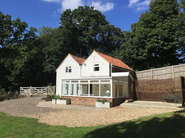 Stunning rural cottage with amazing views - Wootton - Hus