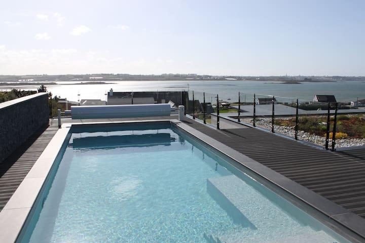 Maison d'archi, belle vue mer et piscine chauffée