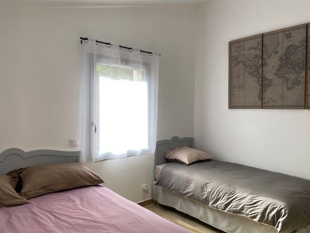 Chambre avec lits en 140 et 90