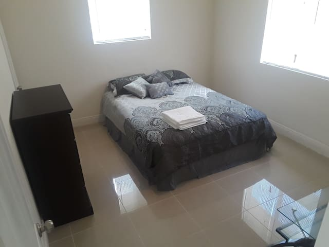 Master bedroom Private bath, Hallandale bch 10min2