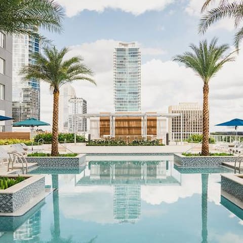 *NEW* Chic stay in the heart of Downtown Orlando!