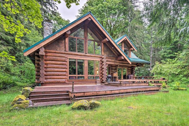 NEW! Riverfront Cabin Near Stevens Pass Ski Resort