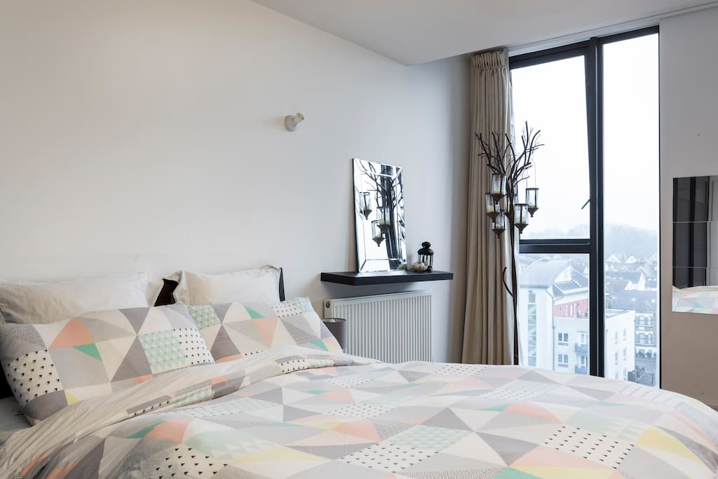 Master Bedroom - Stunning Views