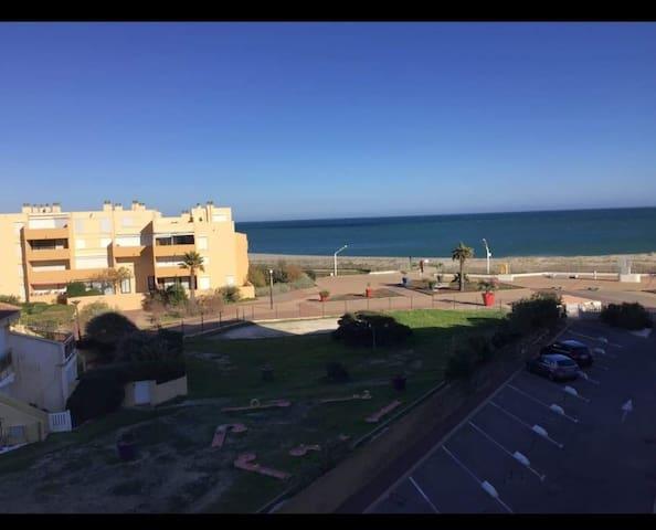 Charmant T2 vue mer, accès direct à la plage