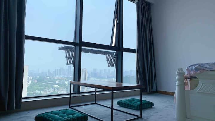 K绿码入住细节民宿 泰富世界城 21楼城市景观房 可以做饭 新房特价