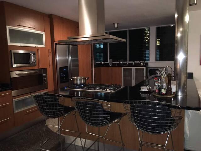 Amplio y cómodo apartamento de excelente ubicación