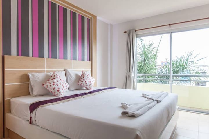 The Greenery Hotel, King bed 2