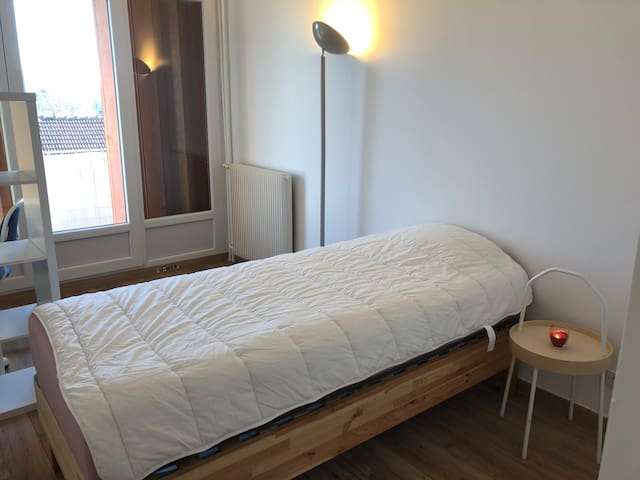 Private room in a flat - 20 mn from Paris