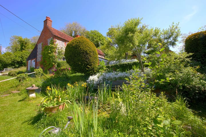 Charming brick and flint two bedroom cottage