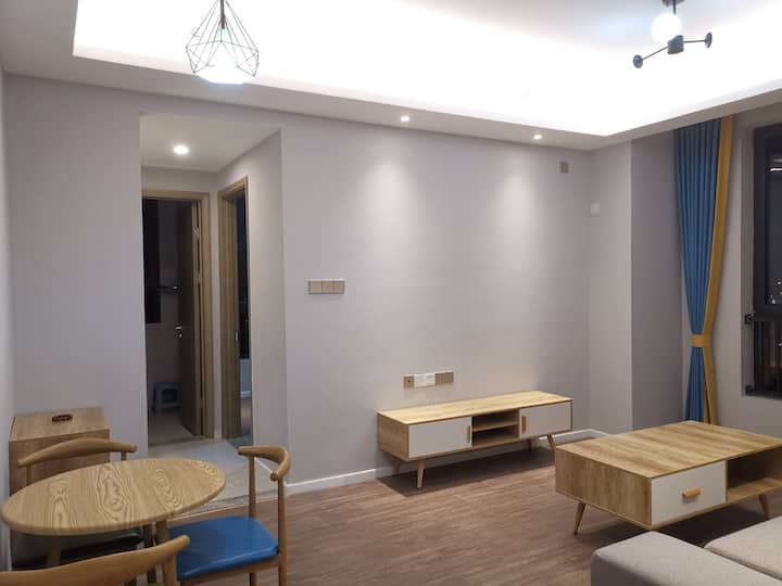 12层精装修63平米一室两厅稀缺房型。现代北欧风,晋阳湖,千峰南路公园尽收眼底。