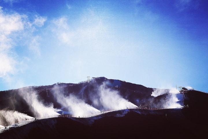 已消毒【白雪覆盖的山颠Go Ski at Chong Li】崇礼富龙万龙四季小镇雪道大窗滑雪景观房