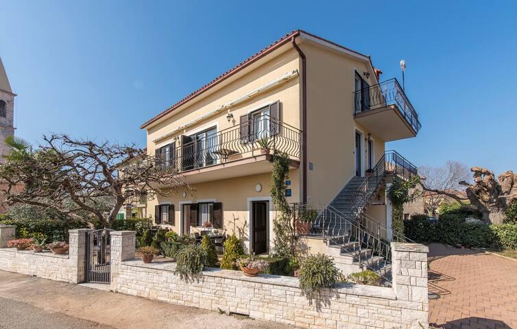 Apartment Complex Orzan Lovrecica / Apartment Orzan with Balcony and Sea View III