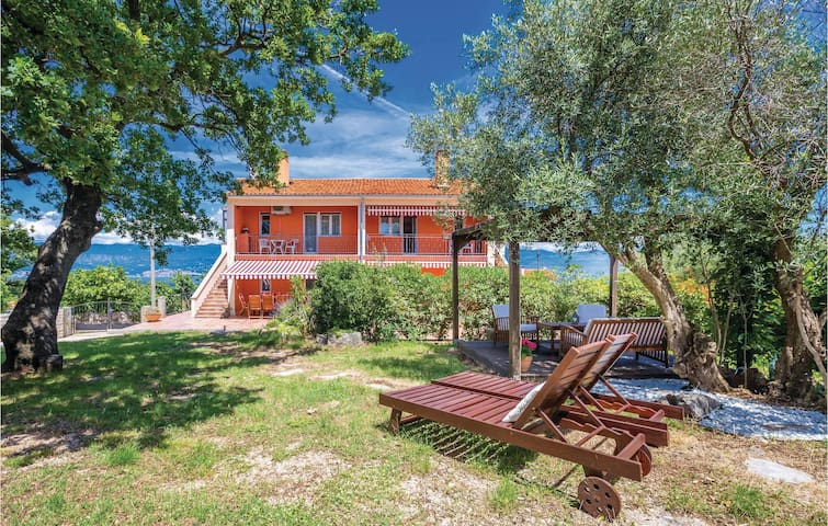 Semi-Detached with 3 bedrooms on 102m² in Risika