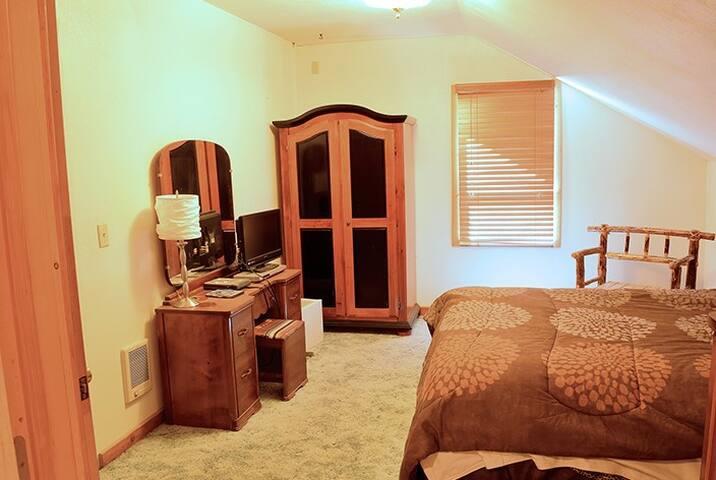 Tamarack 3 Bears Inn - Kodiak Room